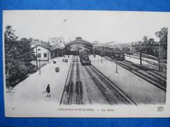 MARNE    51     CHALONS -SUR- MARNE   -   LA GARE    -  DEUX TRAINS     ANIME   TTB - Châlons-sur-Marne