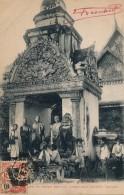 G33 - CAMBODGE - SIEMP-REAP - Bonzes Se Rendant Dans Les Villages Pour Recueillir L'aumone - Cambodia