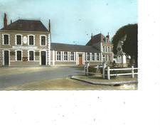 61-LE THEIL-sur-HUISNE -* Une Vue Animée De La Mairie Et Palais De Justice-Monument Aux Morts Sur La Plaçe - France