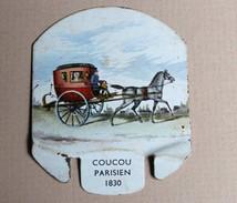 Plaque Métal Moutarde PARIZOT Dijon Coucou Parisien 1830 Taxi Patache - Plaques Publicitaires