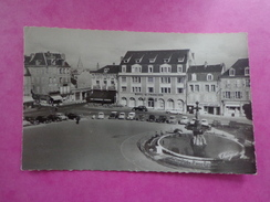 CPA PHOTO 23 GUERET PLACE BONNYAUD HOTEL SAINT FRANCOIS VOITURES ANCIENNES - Guéret