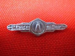 Belle Broche Bavoir Ancienne ND Notre Dame De Bonsecours Vers 1940 Catholique Métal Argenté TBE - Broches