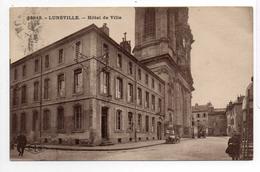 - FRANCE (54) - CPA Ayant Voyagé LUNEVILLE 1929 - Hôtel De Ville (avec Personnages) - Edition CLB 22849 - - Luneville