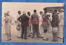 CPA Photo - BANGUI - Arrivée à L'Aéroport - Notables & Officier - Général ? - République Centrafricaine - Central African Republic