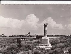 G , Cp , 13 , LES-SAINTES-MARIES-de-la-MER , Croix Des Félibres Et Vue Générale - Saintes Maries De La Mer