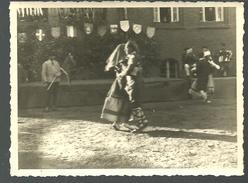 Photo Originale Estampillée Geprüft Oflag X C : Prisonniers Qui Dansent - Krieg, Militär