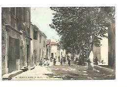 MAILLANE , LA PRINCIPALE AVENUE DU VILLAGE - Francia