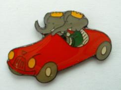 PIN´S ELEPHANT  - BABAR EN VOITURE SIGNE CORNER - Animals
