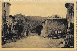 St Saint-Paul-Trois-Châteaux (Drôme) - Un Vieux Quartier, Au Fond La Colline Sainte-Juste - Carte CIM Non Circulée - Autres Communes