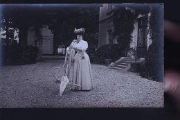 BOURGEOISE DEVANT BAR DU GRAND PONT LILLIER PROPRIETAIRE AU FOND   CP PHOTO - Cartes Postales