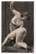 Carte Photo érotique - Scène Entre 2 Femmes ( Bien Lire Descriptif Pour L' état ) - Nus Adultes (< 1960)