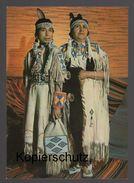 POSTKARTE INDIANER SQUAWS VOM CREE STAMM MUTTER MIT 2 FEDERN TOCHTER MIT 1 FEDER Indian Indians Indien Feather Headdress - Indianer