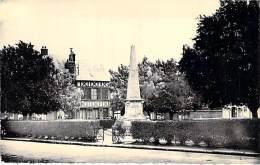 27 - ETREPAGNY : Monument De 1870 - Square Des Poilus - CPSM Dentelée Noir Blanc Format CPA - Eure - Andere Gemeenten