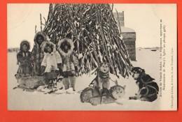 IAE-01  Esquimaux Eskimos Eskimaux  Apportant Au Missionnaire De Mary's Igloo Un Phoque Gelé. Not Used - Etats-Unis