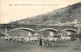 Ref -P597- Eure - Pont D Acquigny -vue Prise Dans Le Parc Du Manoir - Ponts - Berger - Mouton - Moutons - Carte Bon Etat - Acquigny