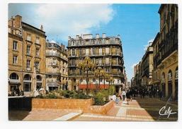 BORDEAUX - LA PLACE ST PROJET ET LA RUE STE CATHERINE - PLI ANGLE BAS A DROITE - CPM GF VOYAGEE - Bordeaux