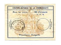 !!! COUPON REPONSE DE LA COMMUNAUTE, REPUBLIQUE MALGACHE CACHET DE 1962 - Postwaardestukken