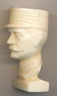 Maréchal FOCH (1851-1929) : Figurine Publicitaire édité Par Les Carburants Total (années 1970) 3 Scans - Figurines