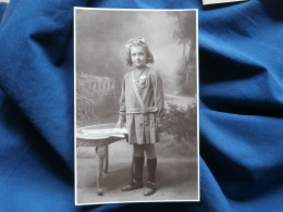 Carte Photo Beau Portrait D'une Fillette (léone Ribout) 1929 L295A - Photographs