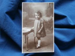 Carte Photo De Studio Fillette (genevieve  Labille 15 Aout 1928 )L295A - Fotografia