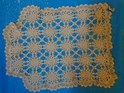 Napperon Ecru (marron Clair) Au Crochet Tres Fin Et Lacet 48x42 Cm Environ A Restaurer - Napperons