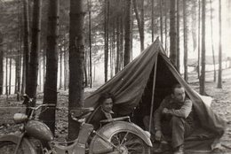 Photo Originale Camping Sous Tente & Mobylette NSU - Cyclisme