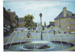 25993 FOUGERES (35) Ed Dubray Conches -374/35 -place Aristide Briand -fontaine