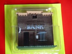 Série Lucky Luke . BANK - Figurines