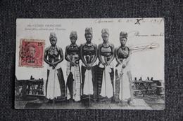 GUINEE FRANCAISE - Jeunes Filles Costumées Pour L'excision. - Guinée