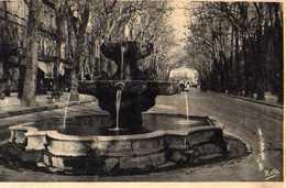 13  AIX EN PROVENCE Cours Mirabeau Fontaine Des Neufs Canons - Aix En Provence