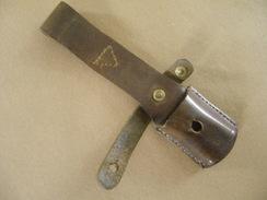 Gousset En Cuir Brun Pour Baïonnette Mauser Yougoslave Mle 44 - Knives/Swords