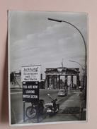 BRANDENBURGER TOR ( Fotokaart ) You Are Now Leaving British Sector : Anno 19?? ( Zie Foto Voor Details ) ! - Porte De Brandebourg