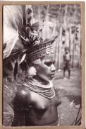 PAPOUASIE - CARTE PHOTO -  NU , NUDE , NAKED - JEUNE FEMME AUX SEINS NUS , AVEC SES BIJOUX - éditeur Papuan Prints - Papua Nuova Guinea