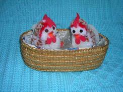 2 PULCINI PELOUCHE IN CESTINO - Cuddly Toys