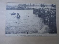 CPA 59 DUNKERQUE MARINS DES TORPILLEURS A LA BAIGNADE - Dunkerque
