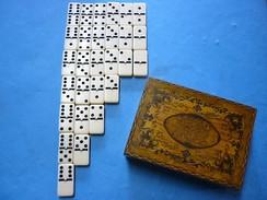JEU DE DOMINOS Et BOITE ANCIENNE - Group Games, Parlour Games