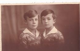 25998 Carte Photo Enfant Frere - Faux Jumeaux - Garcon - Belgique - Vers 1920 -photographe  Timmermans Bruxelles-