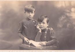 25999 Carte Photo Enfant Frere - Faux Jumeaux - Ecolier Ecole - Belgique - Vers 1920 -photographe  Timmermans Bruxelles- - Portraits