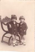 26000 Carte Photo Enfant Frere - Faux Jumeaux - Garcon - Belgique - Vers 1920 -photographe  Timmermans Bruxelles- - Portraits