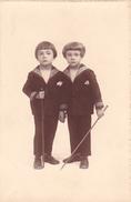 26002 Carte Photo Enfant Frere - Faux Jumeaux - Marin Children - Belgique Vers 1920 -photographe  Timmermans Bruxelles- - Portraits