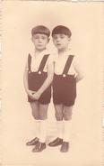 26004 Carte Photo Enfant Frere - Faux Jumeaux - Culotte Children - Belgique Vers 1920 -photographe Timmermans Bruxelles-