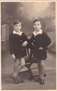 26005 Carte Photo Enfant Frere - Faux Jumeaux - Garcon Children - Belgique Vers 1920 -photographe Timmermans Bruxelles- - Portraits