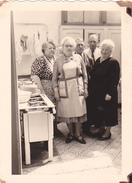 26020 Deux Photos   Belgique - Juillet 1958 -cuisine Cuisiniere Ineterieur Repas
