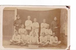 26025 Carte Photo Belgique - Soldat   Sport , équipe De Football ? (ballon) équipe PATRIA -bruxelles ?