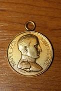 Très Belle Médaille Pendentif De L'empereur Napoléon 1er Bonaparte En Cuivre Doré - Bonaparte Medal - Royal / Of Nobility