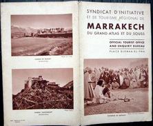 MAROC MARRACHECH GRAND ATLAS SOUSS GUIDE DEPLIANT AVEC UN GRAND PANORAMA DE LA PLACE DJEMAA EL FNA VERS 1930 - Dépliants Touristiques