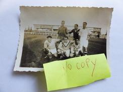 RARE PHOTO RUGBY XIII VILLENEUVE  SUR LOT DE JOUEURS PRISE AU STADE AVEC PUB - Rugby