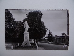 50 DUCEY Lot De 3 Cartes Postales Monument Aux Morts Eglise Barrage De Vézins Saint-Hilaire-du-Harcouët - Ducey