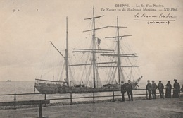 Dieppe - Le Navire Vu Du Boulevard Maritime - N.D. Phot. ( Françes-Fischer ) - Au Dos: Récit D'un Témoin - Dieppe