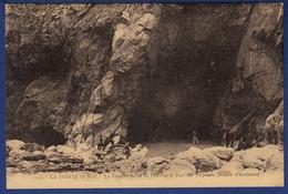29 CLEDEN-CAP-SIZUN La Baie Des Trépassés, La Grande Grotte De L'est - Animée - Cléden-Cap-Sizun